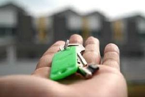 house keys in hand from seller